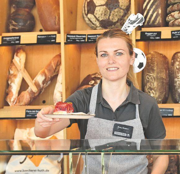 Kunden genießen erneut die Cafés und Bistrobereiche der Bäckerei Huth