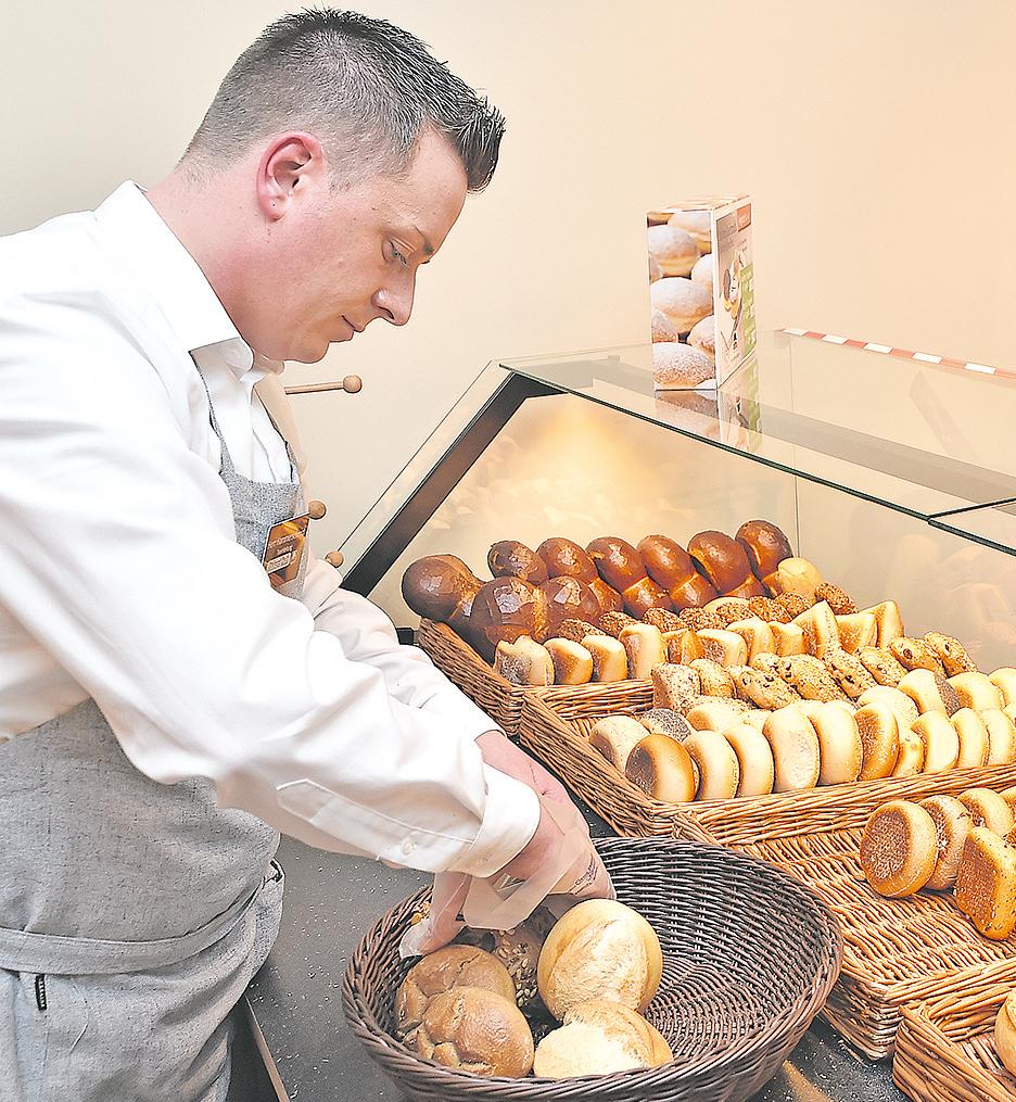 Nur fünf Minuten braucht der Diezer zu seinem Arbeitsplatz. Am Herd steht der einstige Koch-Lehrling auch gelegentlich noch und bereitet mit Freunden ein gemeinsames Essen zu.